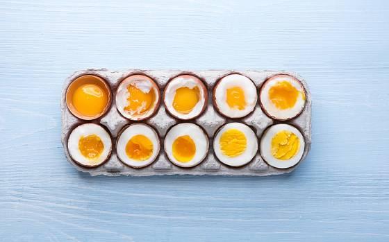 Tuhost žloutku i bílku závisí na délce vaření