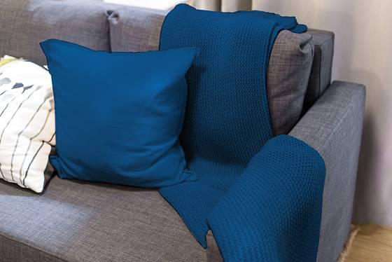 Polštář a deka v módní barvě