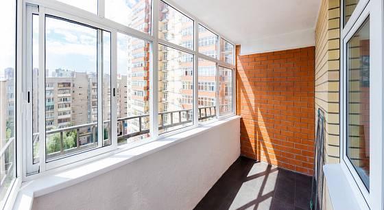 Zasklení balkonu nám umožní jeho celoročně užívání.