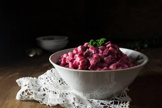 Salát z červené řepy je vynikající lehkou svačinou.