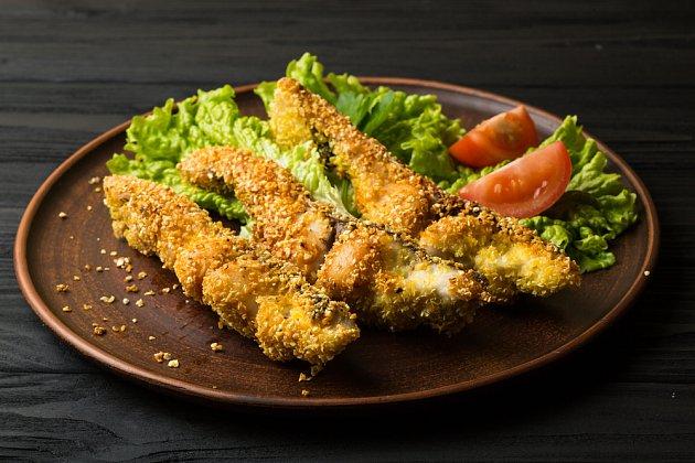 ryba smažená v křupavém krustě s kukuřičnými lupínky