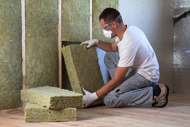 Zateplení lze provést zevně i vnitřně.
