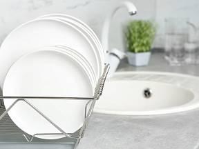Mytí nádobí je každodenní nutnost