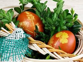 Pomlázka neodmyslitelně patří k českým velikonocům. Jak ji správně uplést?