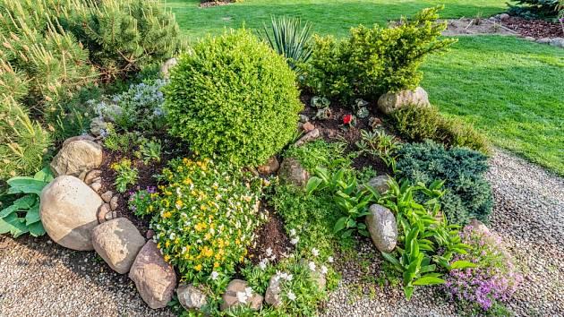 Skalka zahradu skvěle oživí a dodá ji exotický ráz