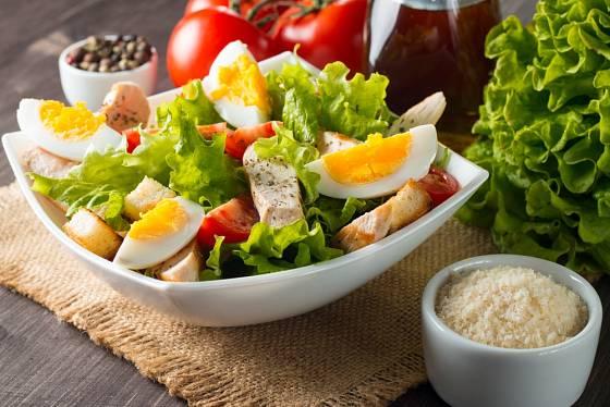 Vařená vejce se uplatní v mnoha druzích salátů.