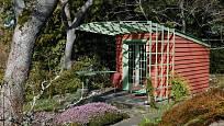 Vhodně zvolenou treláží zahradní domek opticky zvětšíme.