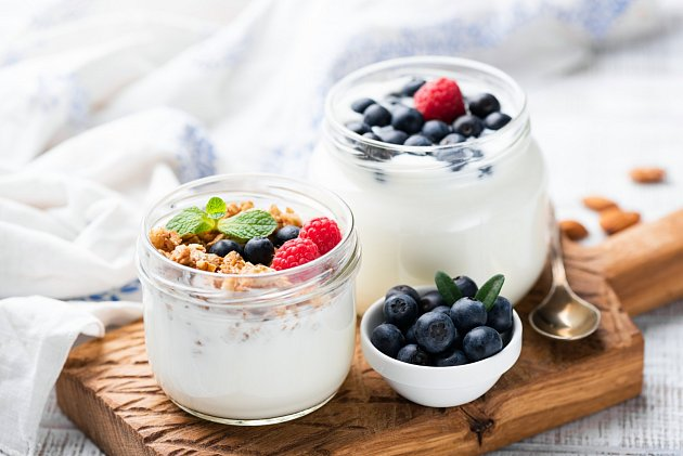 Nejlepší variantou je koupit bílý jogurt a doma jej dochutit