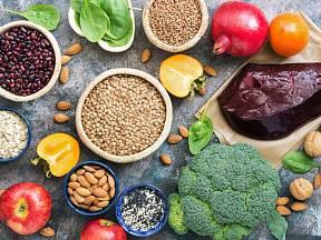 Potravin bohatých na železo je celá řada.