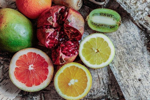 Pomeranče zná každý a jsou nejoblíbenějšími citrusovými plody. Rádi je kombinujeme s jiným exotickým ovocem