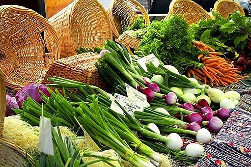 Trh s bio potravinami