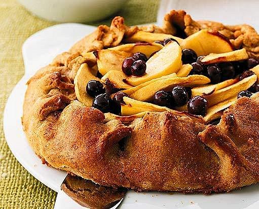 Páj s jablky a borůvkami