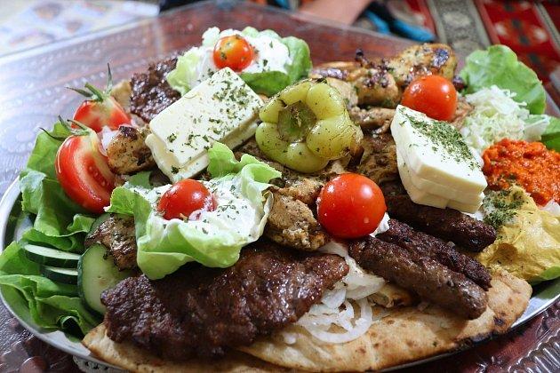 Balkánksý sýr a nejrůznější variace zeleniny, studené i teplé, jsou těžištěm balkánské kuchyně