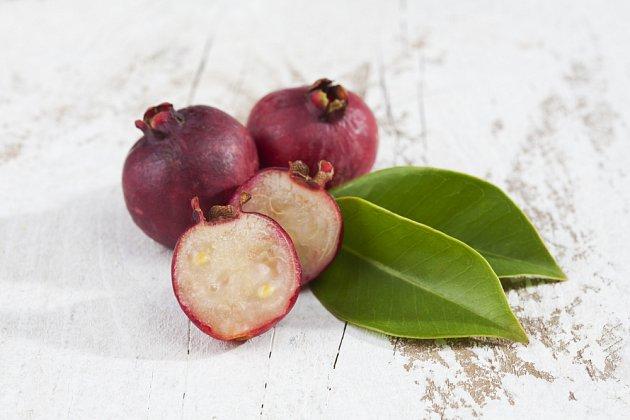 plody jahodového stromku, Psidium cattleianum