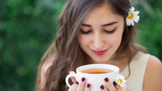 Každodenní konzumace černého čaje tělu prospívá.