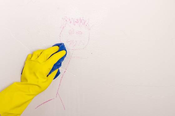 Odstranit nechtěné umělecké dílo na zdi nebude složité