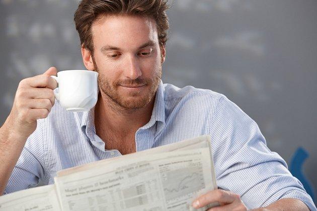 První šálek kávy se doporučuje vypít až v dopoledních hodinách.