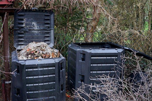 Dřevěný popel v kompostu je zázrak, budete mít jedinečné hnojivo.
