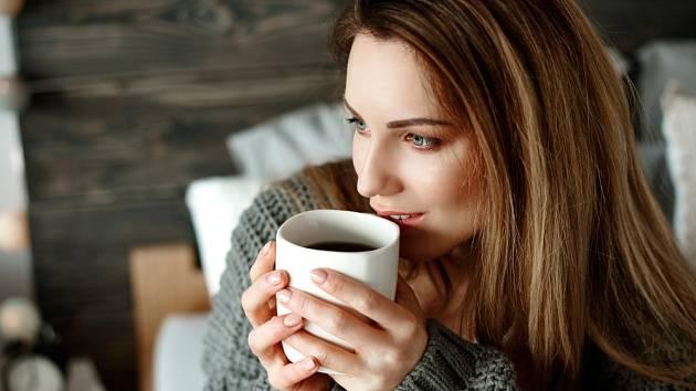 Přiměřené pití kávy prospívá zdraví.