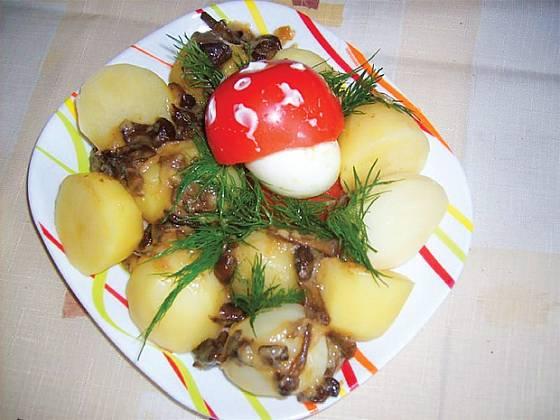 Smažené václavky s brambory a vajíčkovou vochomůrkou