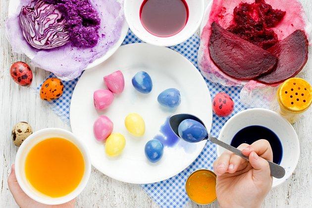 Barvení velikonočních vajec přírodními barvami