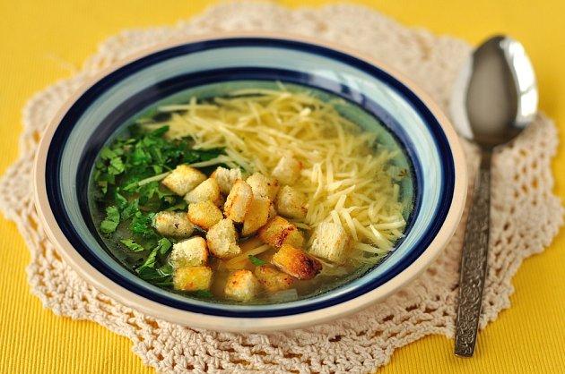 Česnečka - oblíbená polévka z česneku.