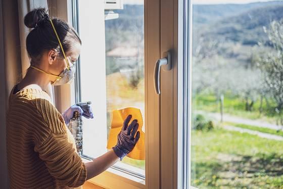 Udržujte povrchy v domácnosti čisté