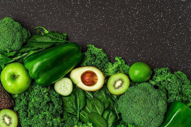 Také tmavá listová zelenina a mnohé bylinky dělají játrům dobře