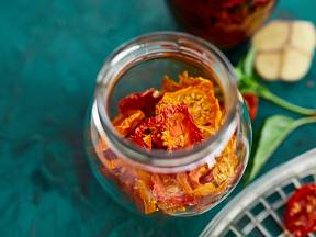 Sušená rajčata zvládne doma vyrobit každý. Zkuste to také!