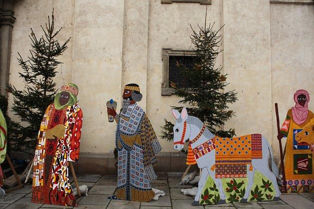 Postavy Tří králů tradičně bývají k vidění v Karmelitské ulici v Praze