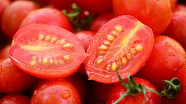 Uchovejte si vlastní semena z oblíbených rajčat.