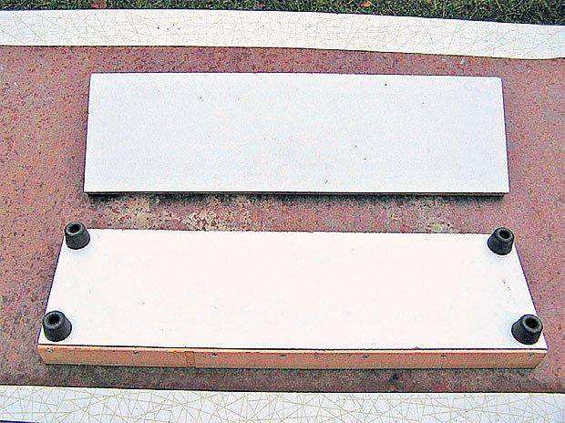 gumové nožky pro snadnější uchycení svorek