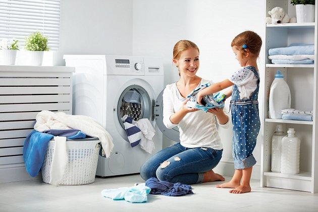 Pokud chcete mít jistotu, že praním na roztoče vyzrajete, musí být teplota nad 45 stupňů, ideálně perte na 60.