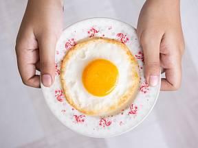 Smažená vejce jsou rychlá a výborná snídaně.
