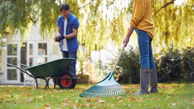 Zazimujte zahradu. Podzimní péče o zahradu se vždy vyplatí.