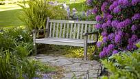 Zahradní cesty propojují důležitá místa zahrady.