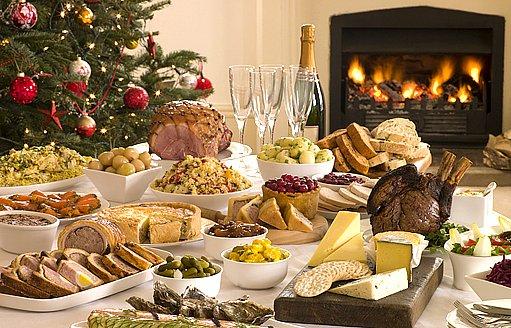 plný vánoční stůl