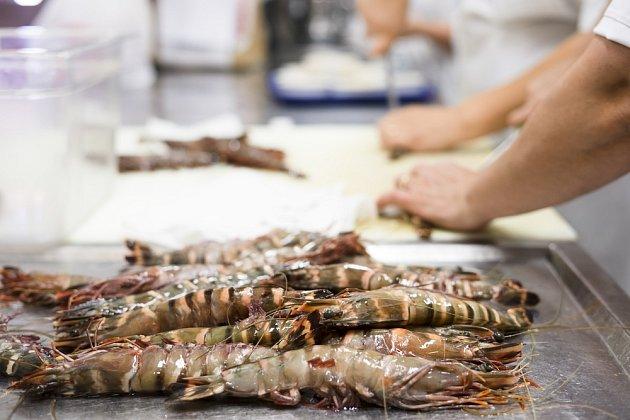 Někteří kuchaři zastávají názor, že krevety není nutné čistit před přípravou pokrmu