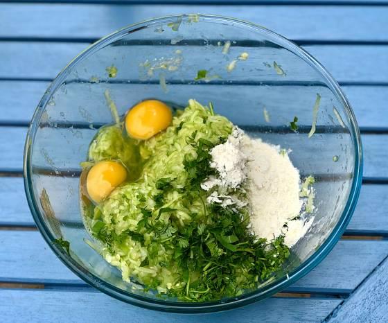 Do karbanátků přidejte i čerstvé bylinky