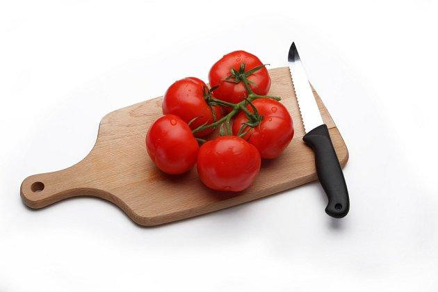 Vroubkovaným nožem zvládnete nakrájet snadno celou řadu potravin.