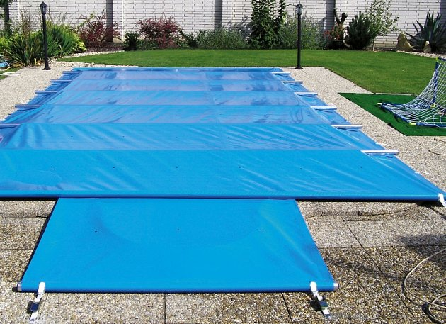 Zakrývací plachtu můžeme používat celoročně.
