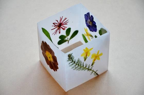 Květinová lampička pro jarní náladu
