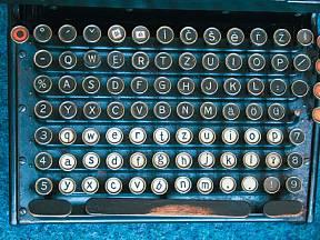 Smith Premier No. 10 s plnou klávesnicí