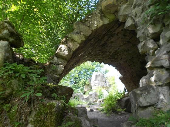 Zbytky skalní brány
