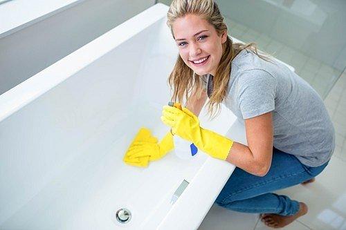 Nepoddajné skvrny můžete vyčistit i přípravky, které máte běžně doma po ruce.
