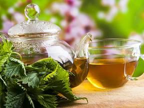 Kopřivový čaj patří k velice oblíbeným bylinným čajům