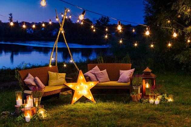 Noční zahrada je lákavá