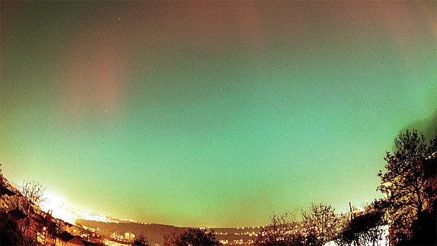 polární záře pozorovaná v Praze 20. listopadu 2003
