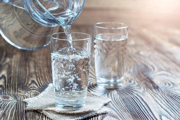 I nadměrné pití vody může pro lidský organismus představovat nepříjemné zatížení.