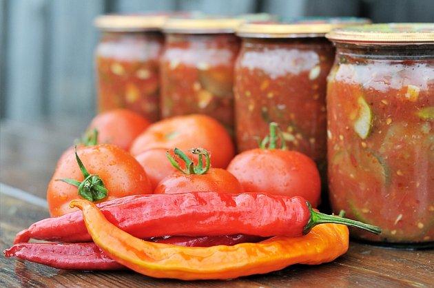 Rajčata a papriky v jakékoli formě nejsou při bolesti kloubů vhodné